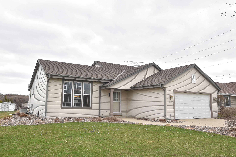 1905 Penhurst Way, Waukesha, Wisconsin 53186, 4 Bedrooms Bedrooms, ,2 BathroomsBathrooms,Single-Family,For Sale,Penhurst Way,1631525