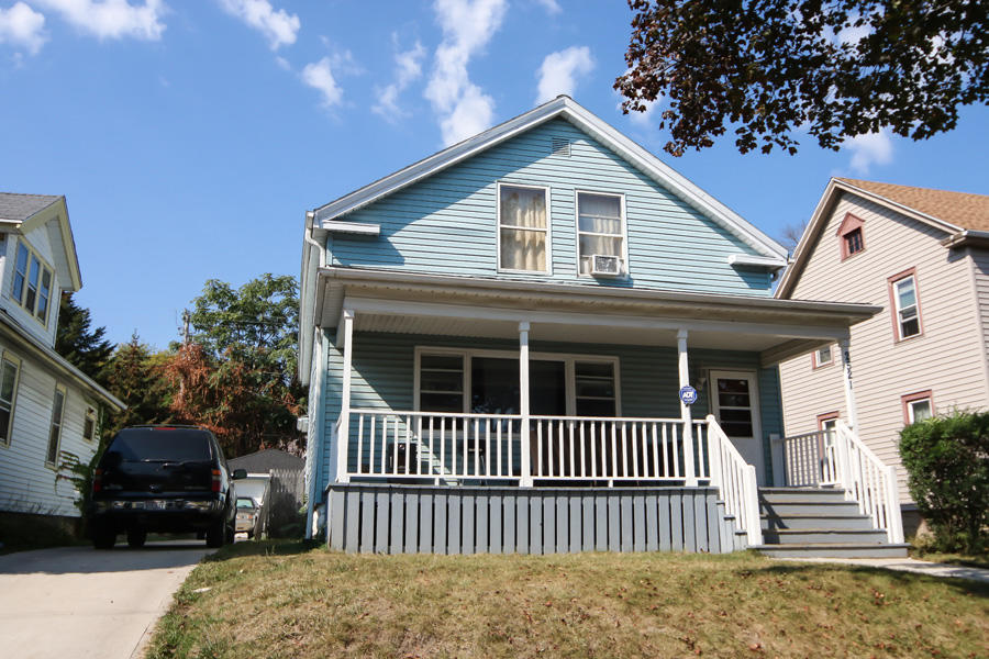 2521 56th St, Milwaukee, Wisconsin 53210, 4 Bedrooms Bedrooms, 9 Rooms Rooms,2 BathroomsBathrooms,Single-Family,For Sale,56th St,1632470