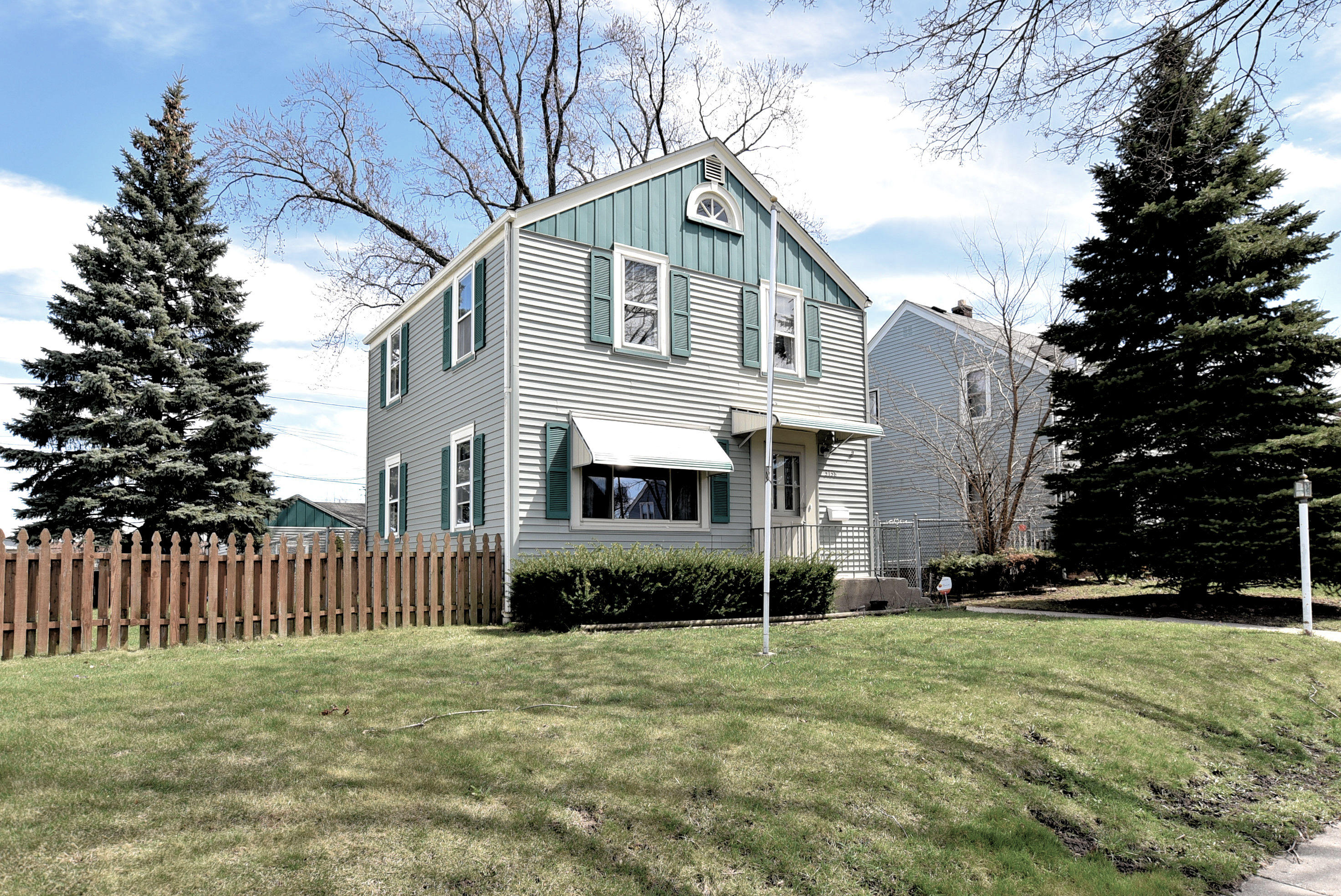 3138 21st St, Milwaukee, Wisconsin 53215, 2 Bedrooms Bedrooms, 5 Rooms Rooms,1 BathroomBathrooms,Single-Family,For Sale,21st St,1632611
