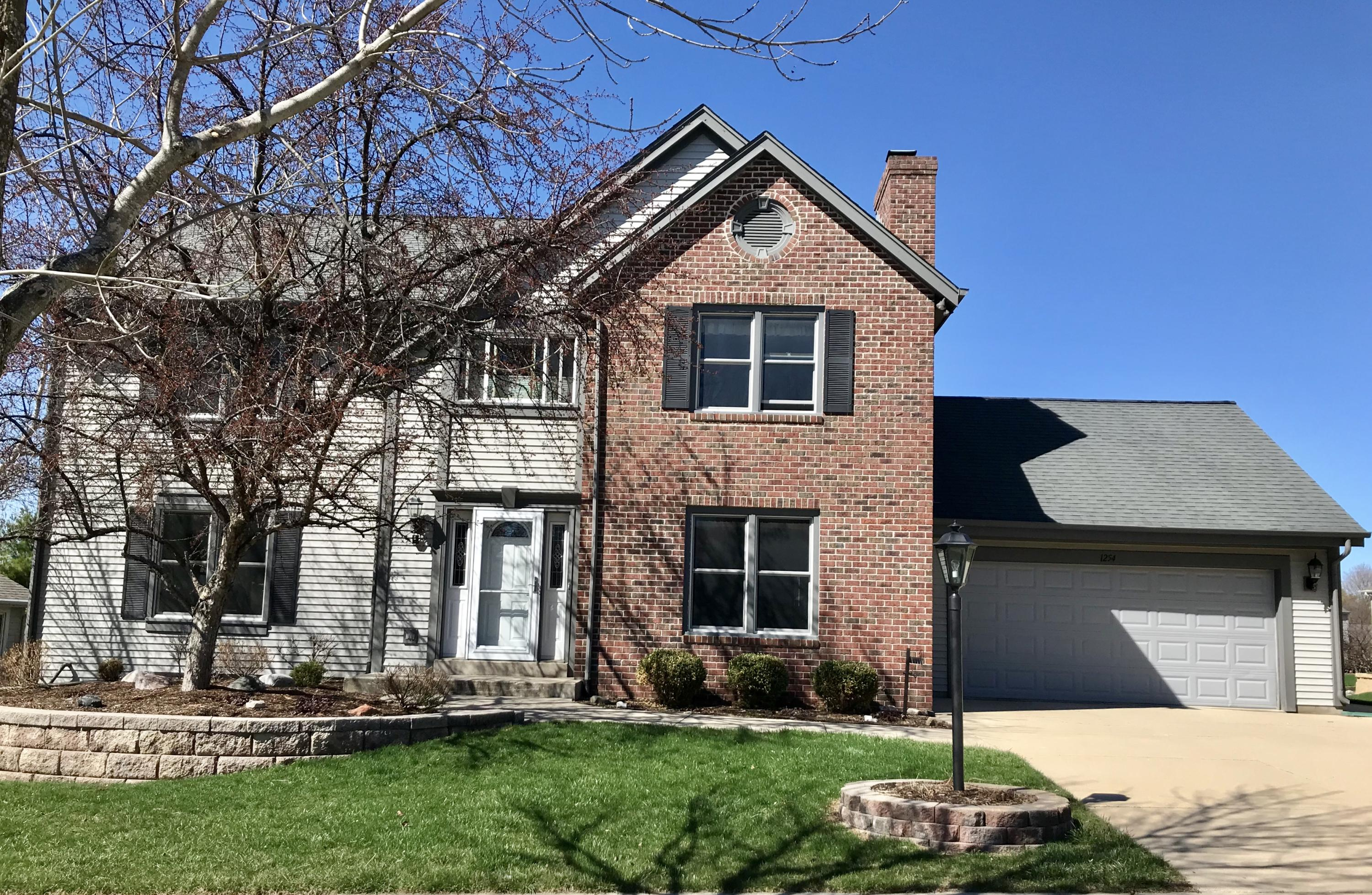 1254 Highpoint Ln, Waukesha, Wisconsin 53189, 5 Bedrooms Bedrooms, ,3 BathroomsBathrooms,Single-Family,For Sale,Highpoint Ln,1632719