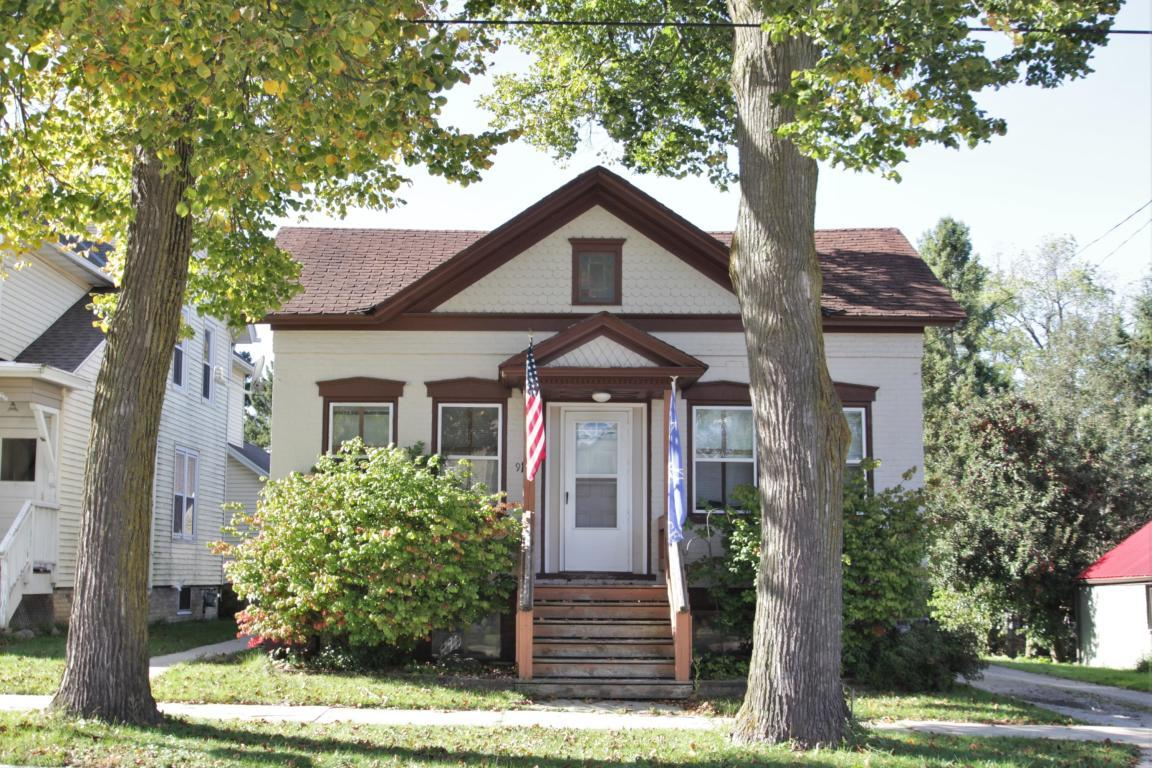 916 4th St, Watertown, Wisconsin 53098, 2 Bedrooms Bedrooms, 5 Rooms Rooms,1 BathroomBathrooms,Two-Family,For Sale,4th St,1,1619565