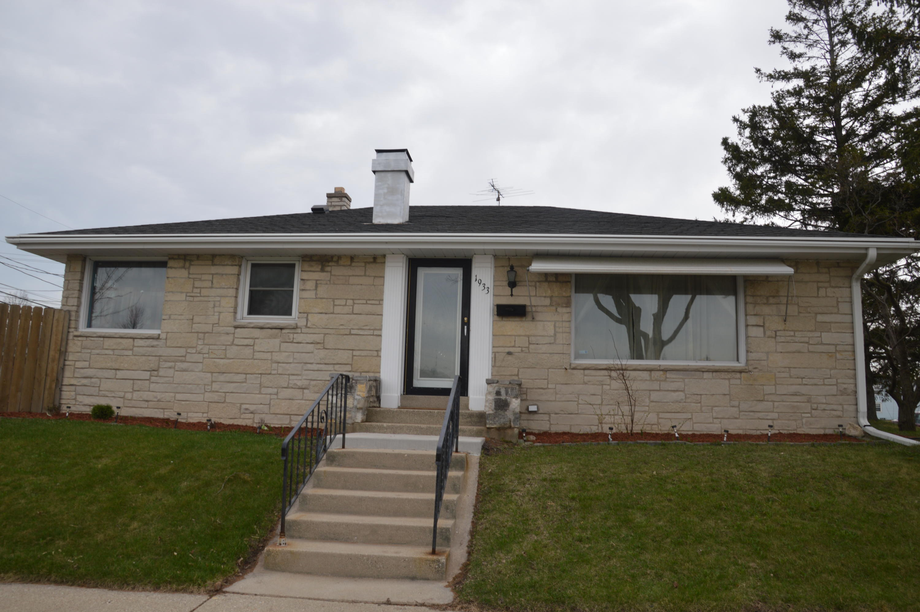 1933 Bolivar Ave, Milwaukee, Wisconsin 53221, 3 Bedrooms Bedrooms, ,1 BathroomBathrooms,Single-Family,For Sale,Bolivar Ave,1623619