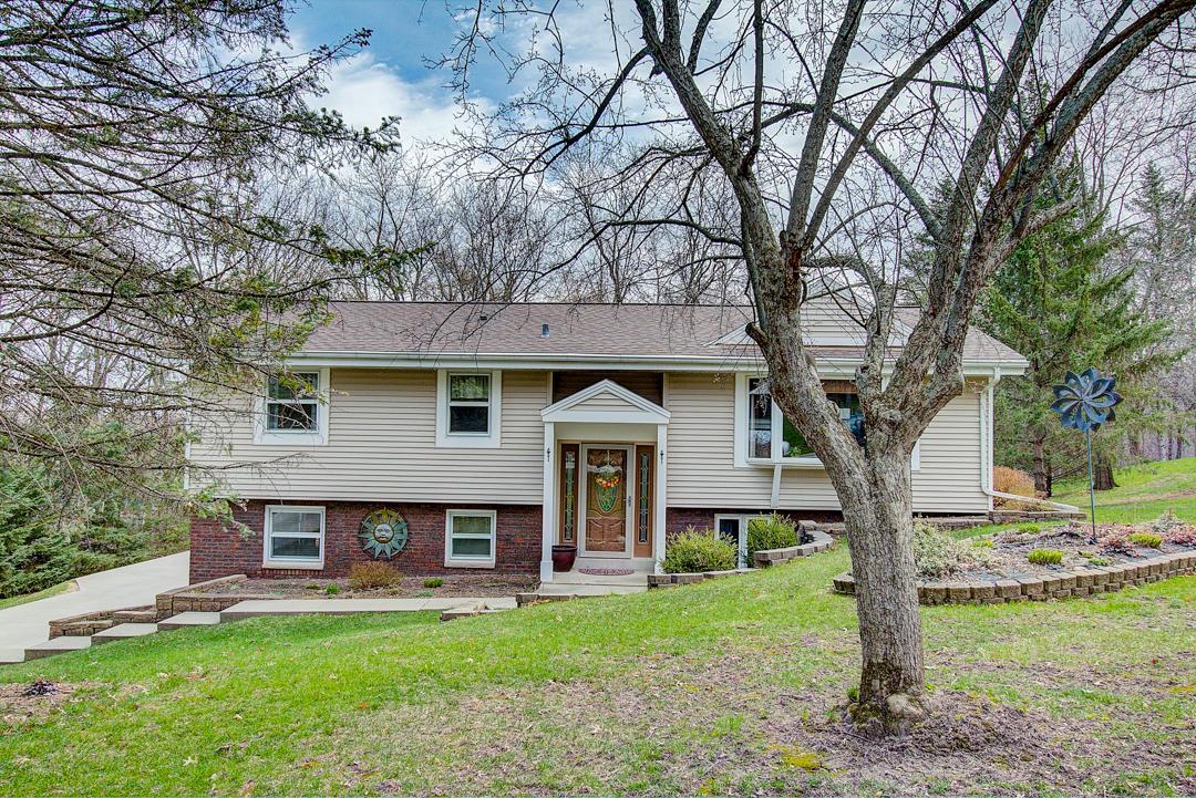 W280N1370 Cloverleaf Ln, Delafield, Wisconsin 53072, 4 Bedrooms Bedrooms, ,2 BathroomsBathrooms,Single-Family,For Sale,Cloverleaf Ln,1633081
