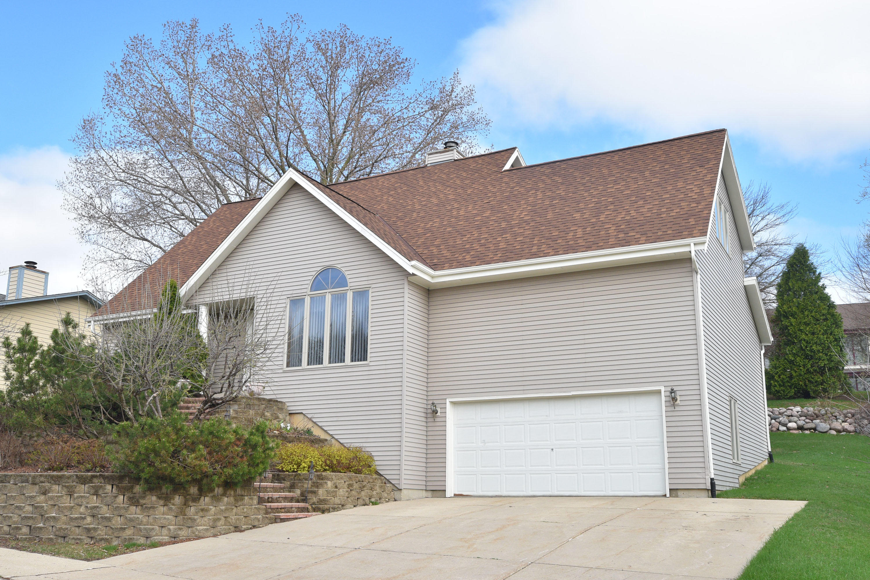 210 Cambridge Ave, Waukesha, Wisconsin 53188, 4 Bedrooms Bedrooms, ,3 BathroomsBathrooms,Single-Family,For Sale,Cambridge Ave,1632984