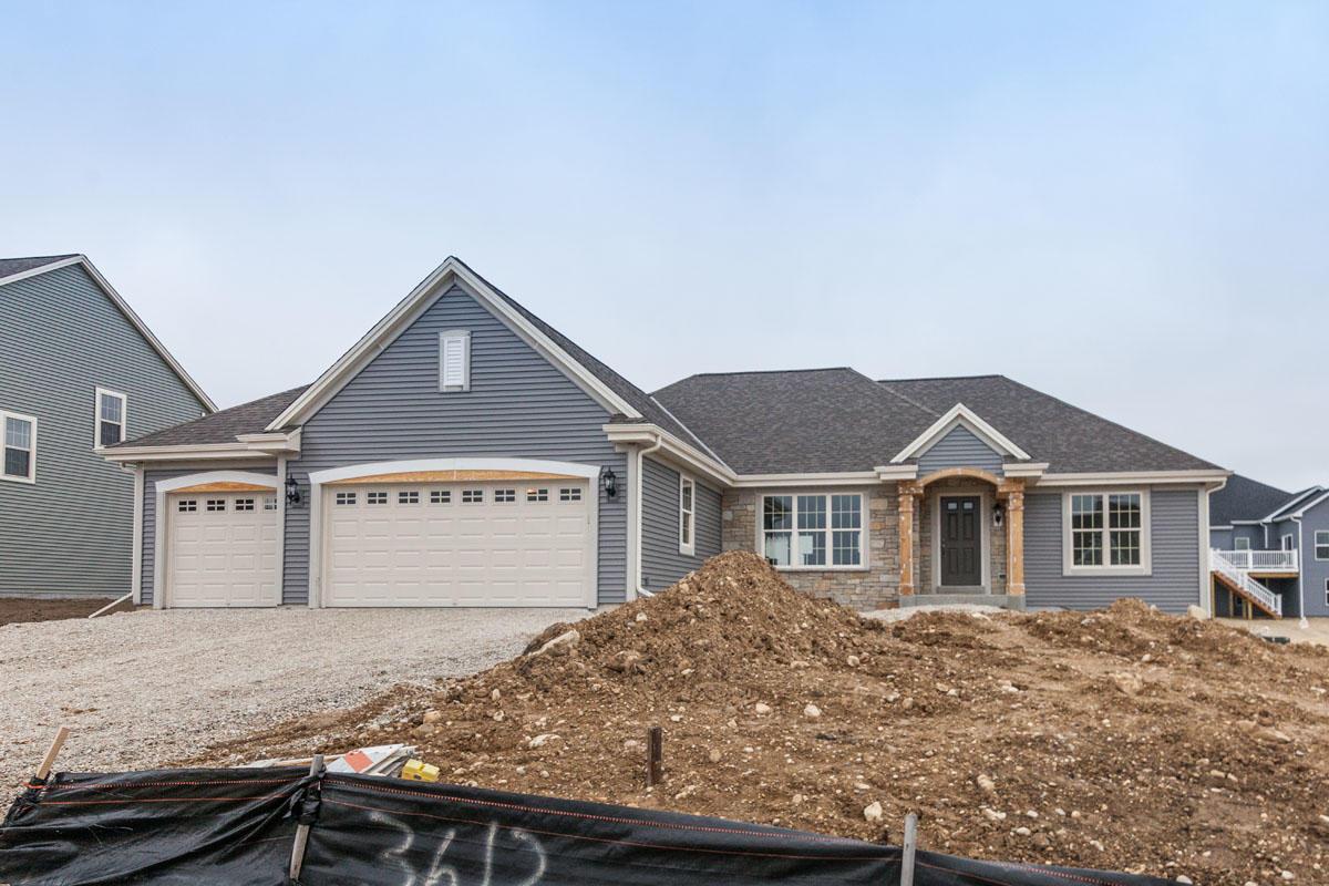 3612 Howell Oaks Dr, Waukesha, Wisconsin 53188, 3 Bedrooms Bedrooms, 6 Rooms Rooms,2 BathroomsBathrooms,Single-Family,For Sale,Howell Oaks Dr,1630668