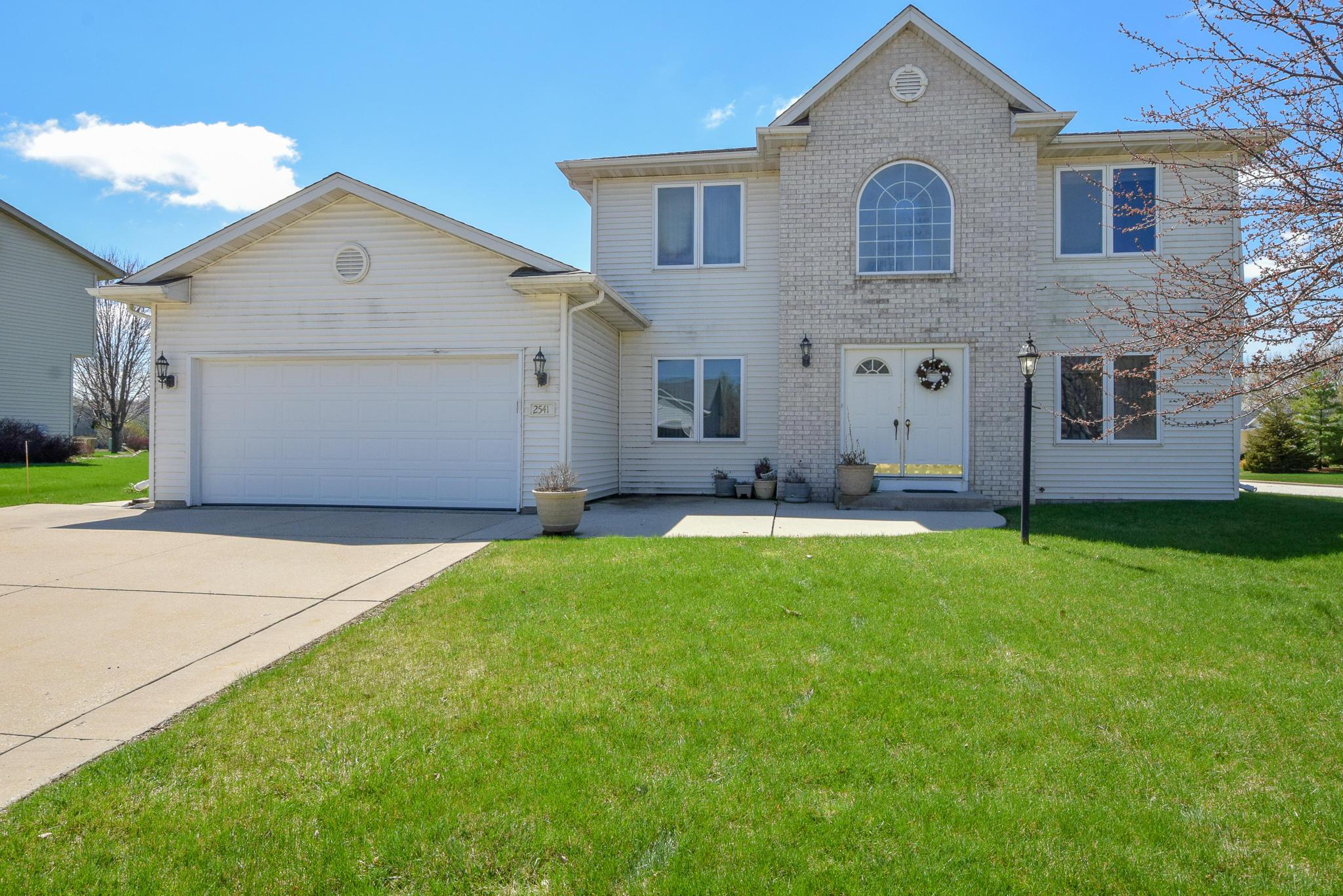 2541 Emslie Dr, Waukesha, Wisconsin 53188, 3 Bedrooms Bedrooms, 7 Rooms Rooms,2 BathroomsBathrooms,Single-Family,For Sale,Emslie Dr,1633766