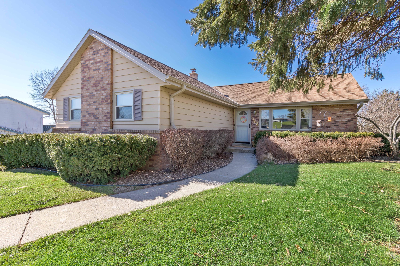 1803 Swartz Dr, Waukesha, Wisconsin 53188, 3 Bedrooms Bedrooms, ,2 BathroomsBathrooms,Single-Family,For Sale,Swartz Dr,1634590