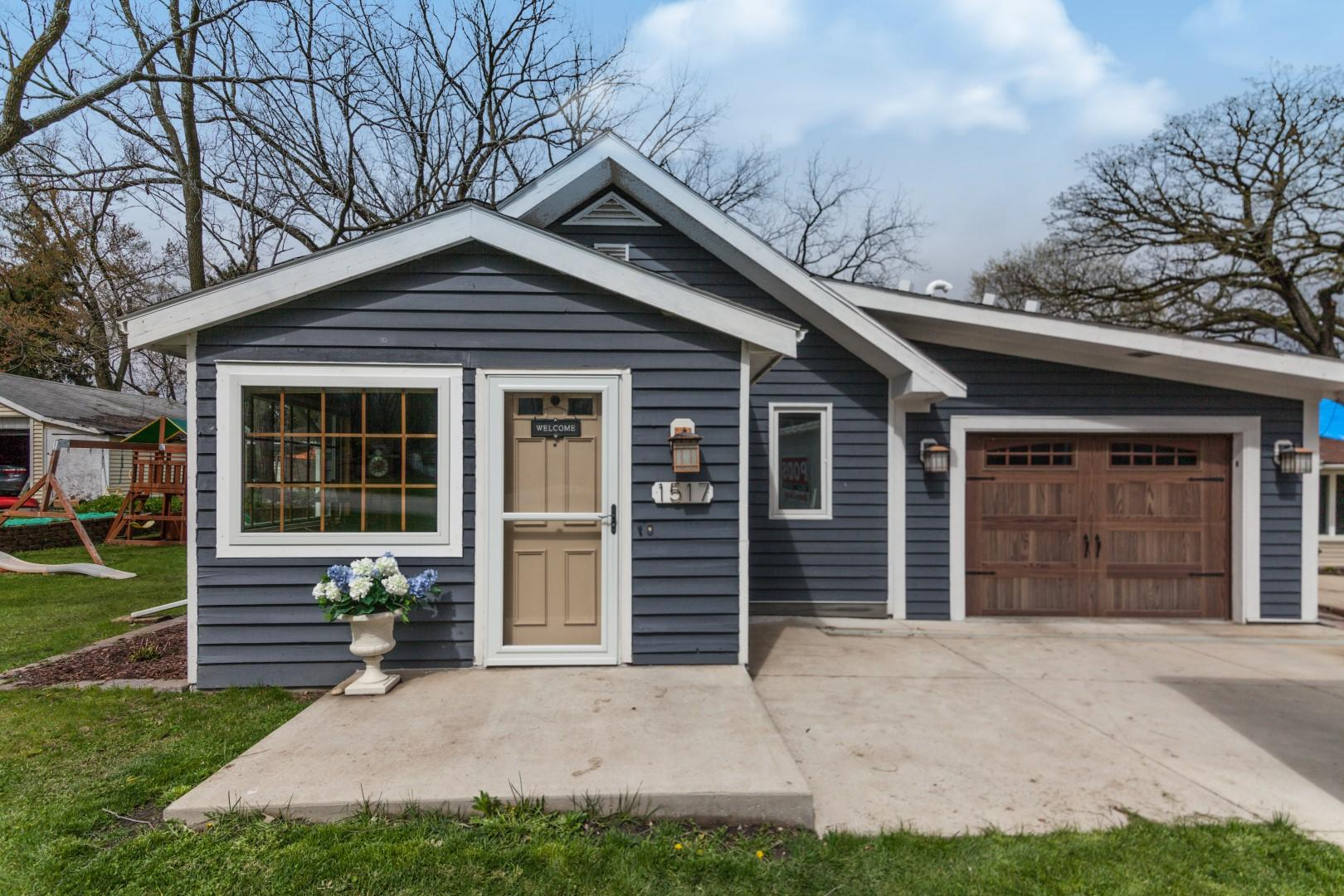 1517 Second St, Delafield, Wisconsin 53018, 3 Bedrooms Bedrooms, ,1 BathroomBathrooms,Single-Family,For Sale,Second St,1634672