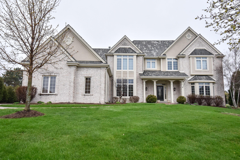 913 Evergreen Cir, Hartland, Wisconsin 53029, 5 Bedrooms Bedrooms, ,5 BathroomsBathrooms,Single-Family,For Sale,Evergreen Cir,1635014