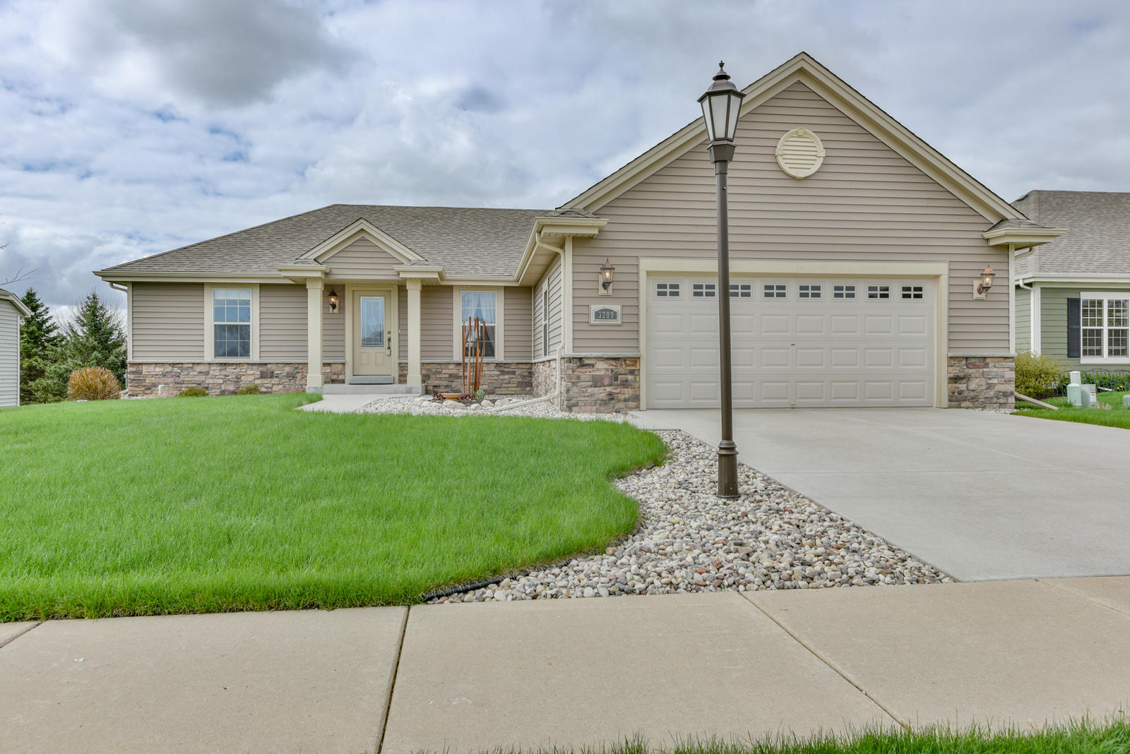 3209 Tanglewood Dr, Waukesha, Wisconsin 53189, 3 Bedrooms Bedrooms, 6 Rooms Rooms,2 BathroomsBathrooms,Single-Family,For Sale,Tanglewood Dr,1635126