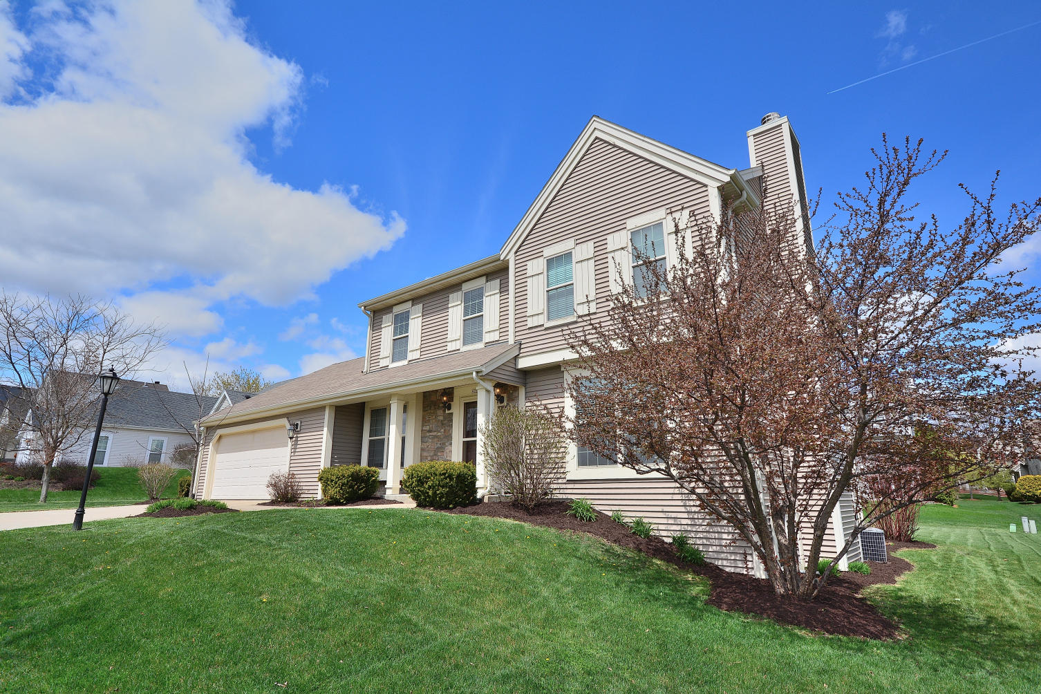 922 River Hill Dr, Waukesha, Wisconsin 53189, 4 Bedrooms Bedrooms, 8 Rooms Rooms,2 BathroomsBathrooms,Single-Family,For Sale,River Hill Dr,1634695