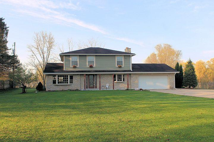 S47W25209 Lawnsdale Rd, Waukesha, Wisconsin 53189, 4 Bedrooms Bedrooms, 9 Rooms Rooms,2 BathroomsBathrooms,Single-Family,For Sale,Lawnsdale Rd,1634587