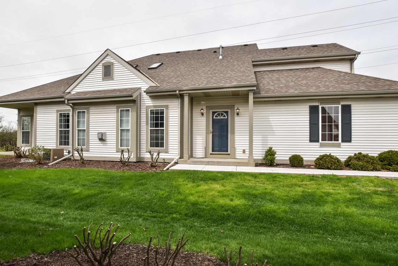 1407 Niagara St, Waukesha, Wisconsin 53186, 2 Bedrooms Bedrooms, 5 Rooms Rooms,2 BathroomsBathrooms,Condominiums,For Sale,Niagara St,1,1635600