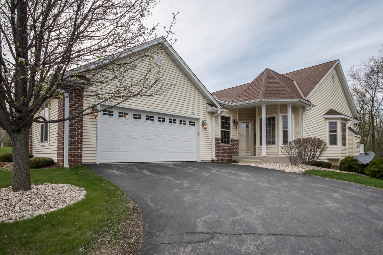 836 Elise Ct, Waukesha, Wisconsin 53189, 3 Bedrooms Bedrooms, 7 Rooms Rooms,3 BathroomsBathrooms,Condominiums,For Sale,Elise Ct,1,1635740