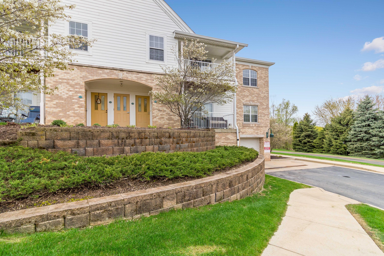 2712 Northview Rd, Waukesha, Wisconsin 53188, 2 Bedrooms Bedrooms, ,2 BathroomsBathrooms,Condominiums,For Sale,Northview Rd,2,1636128