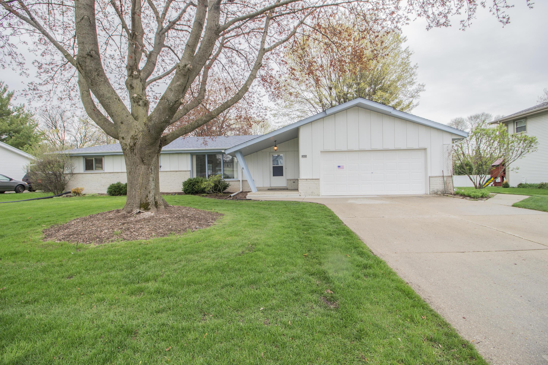 2605 Lander Ln, Waukesha, Wisconsin 53188, 3 Bedrooms Bedrooms, 7 Rooms Rooms,1 BathroomBathrooms,Single-Family,For Sale,Lander Ln,1636404