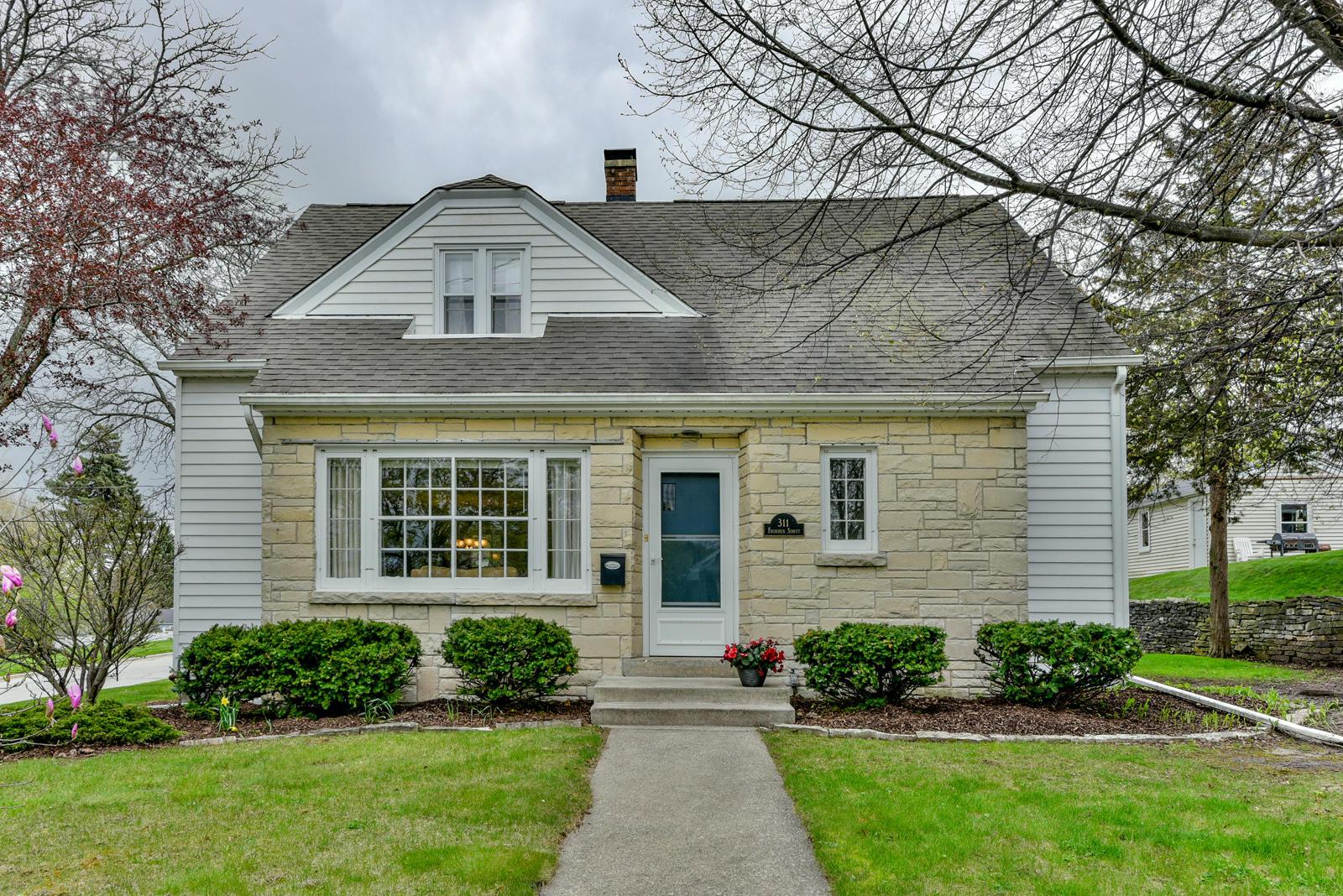 311 Frederick St, Waukesha, Wisconsin 53186, 3 Bedrooms Bedrooms, 8 Rooms Rooms,1 BathroomBathrooms,Single-Family,For Sale,Frederick St,1636304