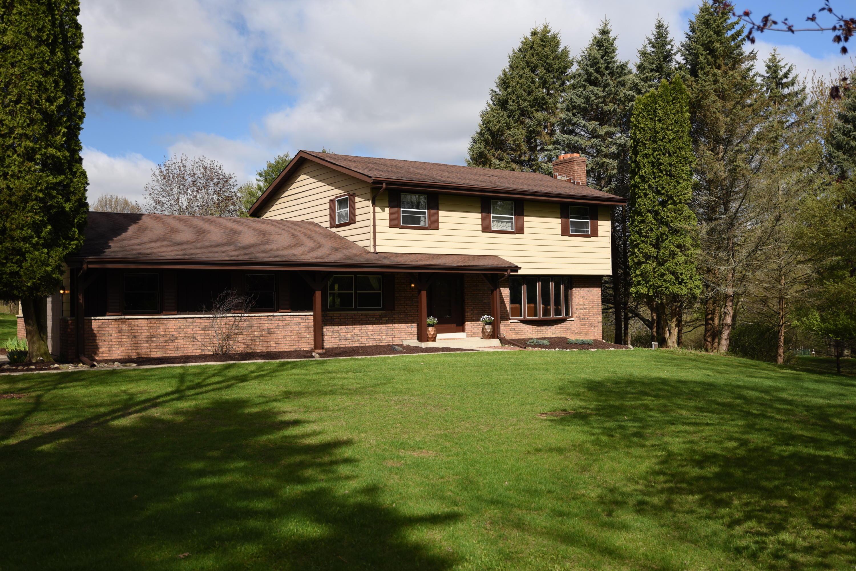 W296N535 Blodwen Dr, Delafield, Wisconsin 53188, 4 Bedrooms Bedrooms, 8 Rooms Rooms,2 BathroomsBathrooms,Single-Family,For Sale,Blodwen Dr,1634482