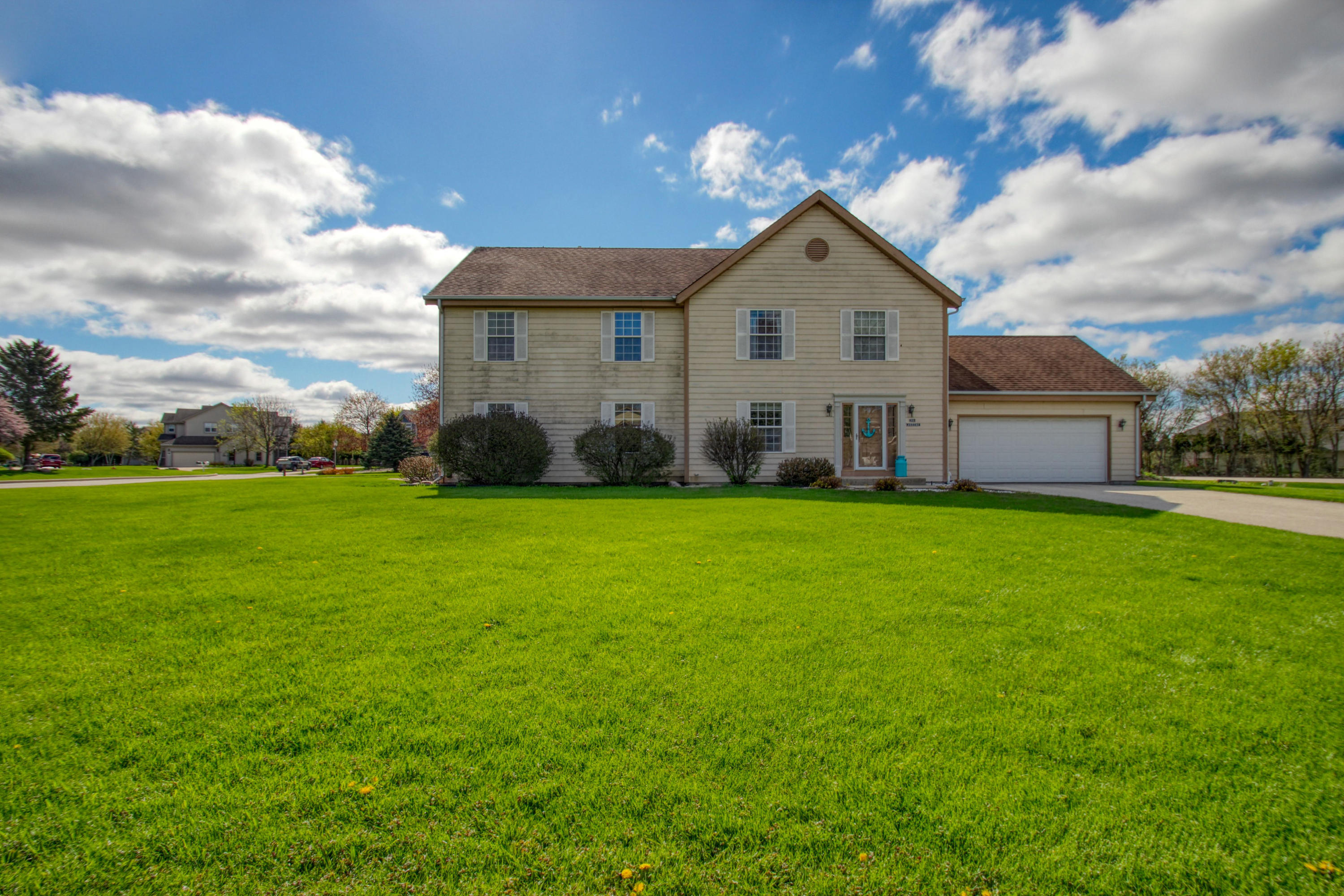 N27W26443 Christian Ct E, Pewaukee, Wisconsin 53072, 3 Bedrooms Bedrooms, ,2 BathroomsBathrooms,Condominiums,For Sale,Christian Ct E,1,1636410
