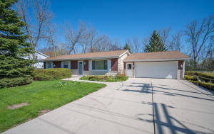 Property for sale at 102 W Stoney Ridge Way, Saukville,  WI 53080