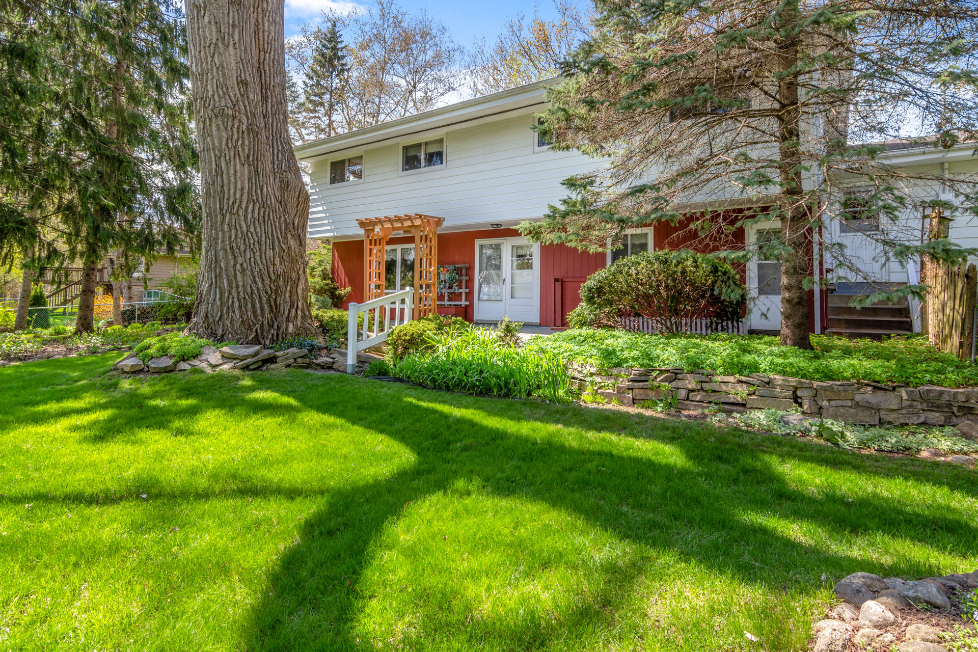 N39W22641 Grandview Dr, Pewaukee, Wisconsin 53072, 3 Bedrooms Bedrooms, 7 Rooms Rooms,2 BathroomsBathrooms,Single-Family,For Sale,Grandview Dr,1636923