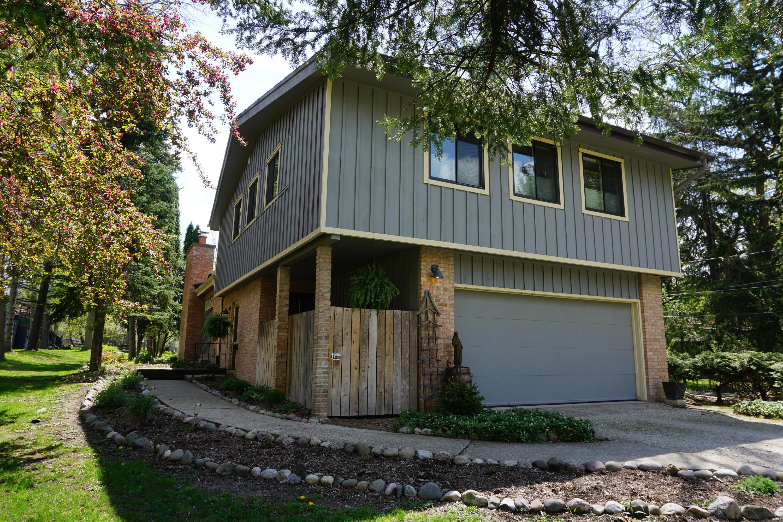 N21W28349 Beach Rd, Delafield, Wisconsin 53072, 4 Bedrooms Bedrooms, ,2 BathroomsBathrooms,Single-Family,For Sale,Beach Rd,1637178