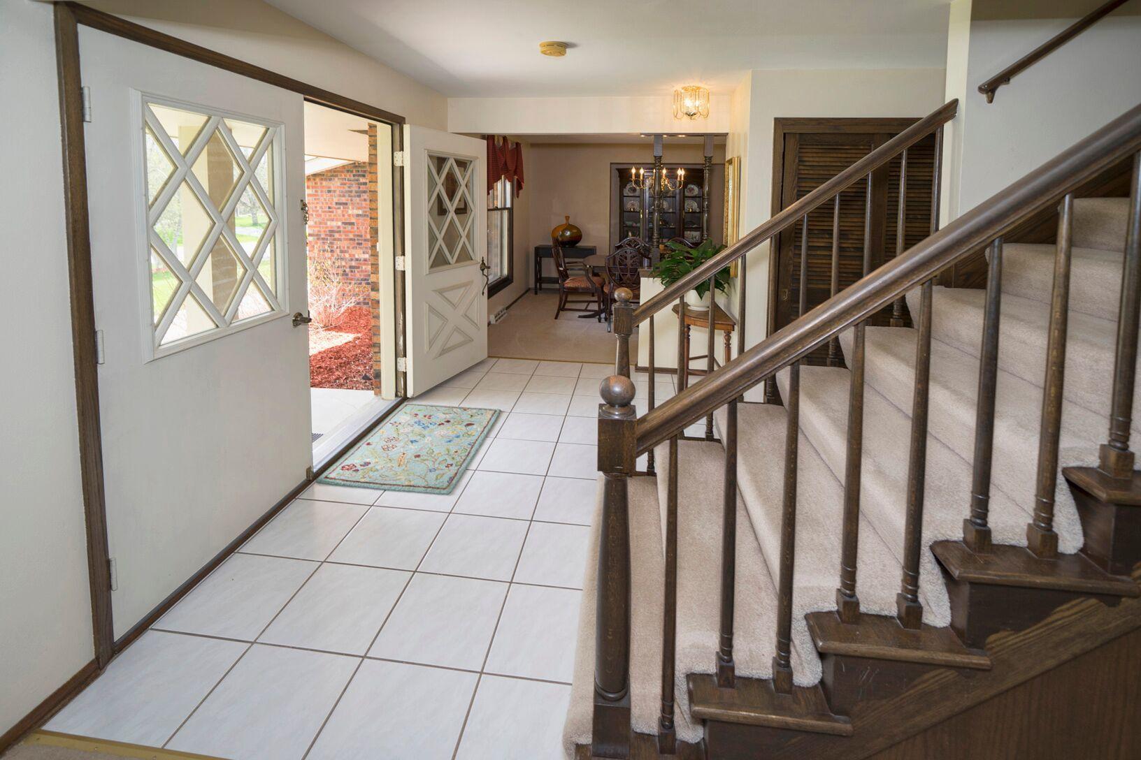 S12W31664 Glacier Pass, Delafield, Wisconsin 53018, 4 Bedrooms Bedrooms, 9 Rooms Rooms,2 BathroomsBathrooms,Single-Family,For Sale,Glacier Pass,1637580