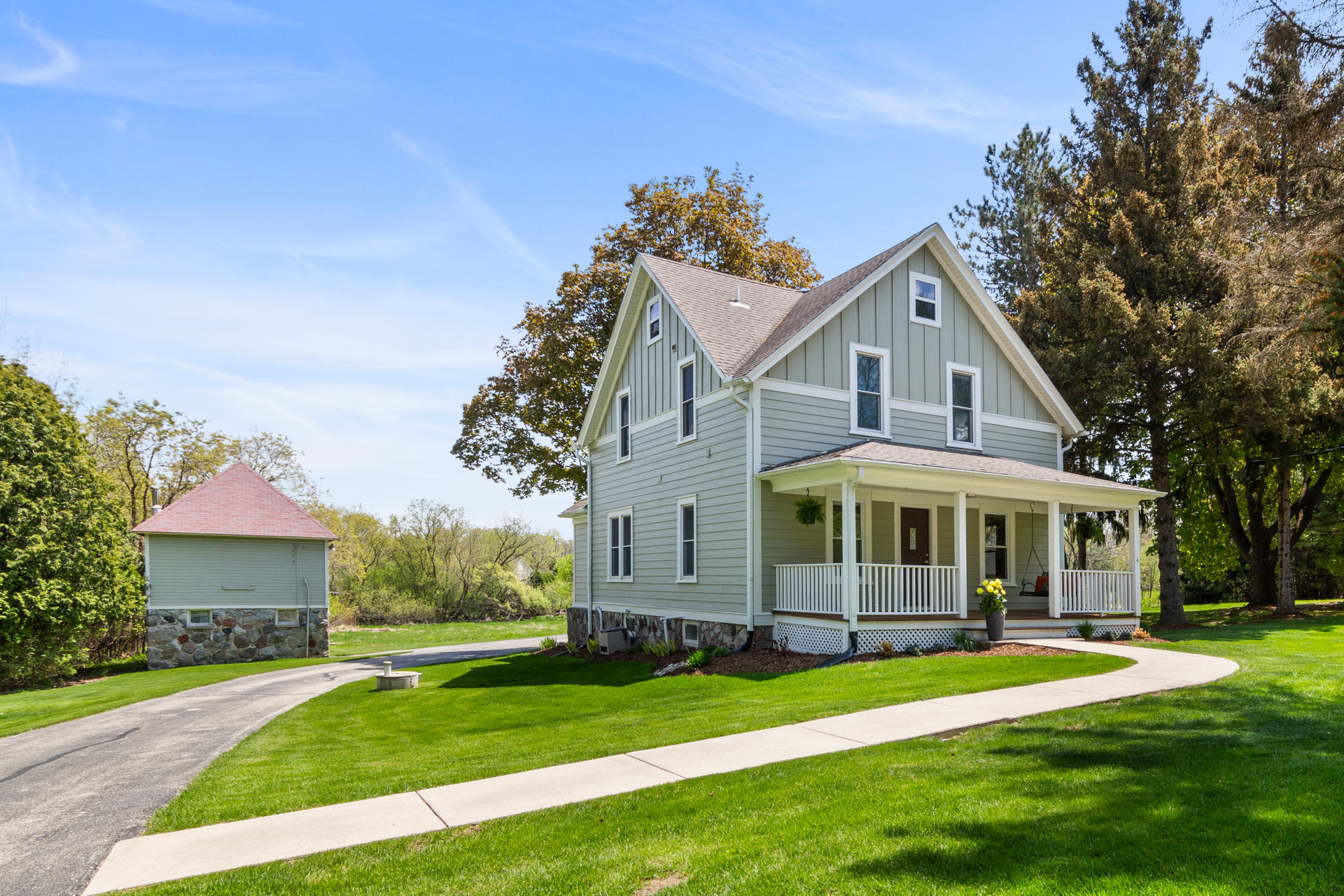 W302N1694 Maple Ave, Delafield, Wisconsin 53072, 3 Bedrooms Bedrooms, 8 Rooms Rooms,2 BathroomsBathrooms,Single-Family,For Sale,Maple Ave,1637688
