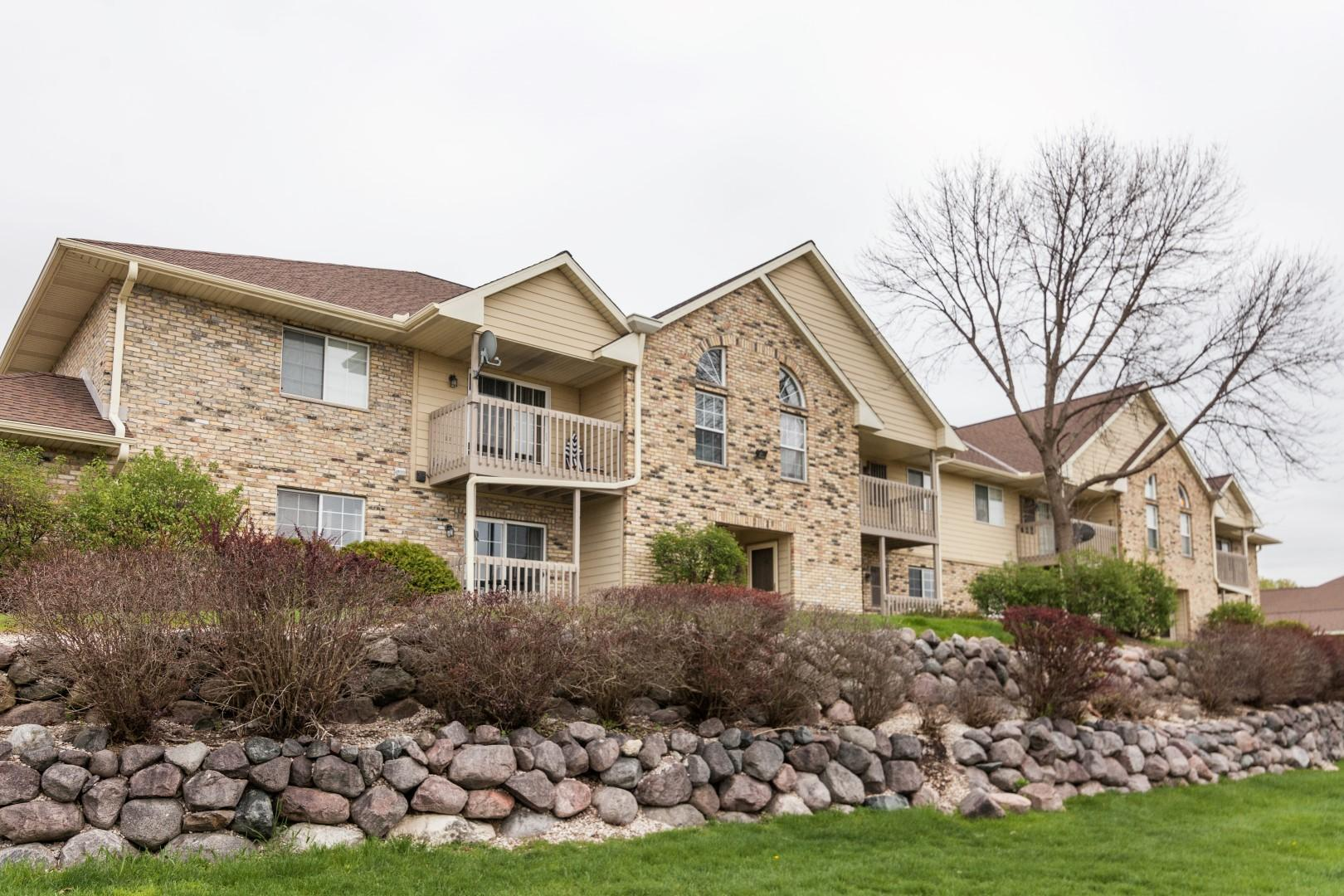 4875 Easy St, Delafield, Wisconsin 53029, 2 Bedrooms Bedrooms, ,1 BathroomBathrooms,Condominiums,For Sale,Easy St,1,1637759