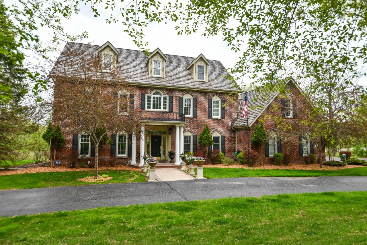 W303N1584 Arbor Dr, Delafield, Wisconsin 53018, 5 Bedrooms Bedrooms, 15 Rooms Rooms,3 BathroomsBathrooms,Single-Family,For Sale,Arbor Dr,1624565