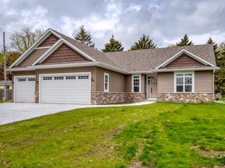 513 Memory Ln, Hartland, Wisconsin 53029, 3 Bedrooms Bedrooms, ,2 BathroomsBathrooms,Single-Family,For Sale,Memory Ln,1638058