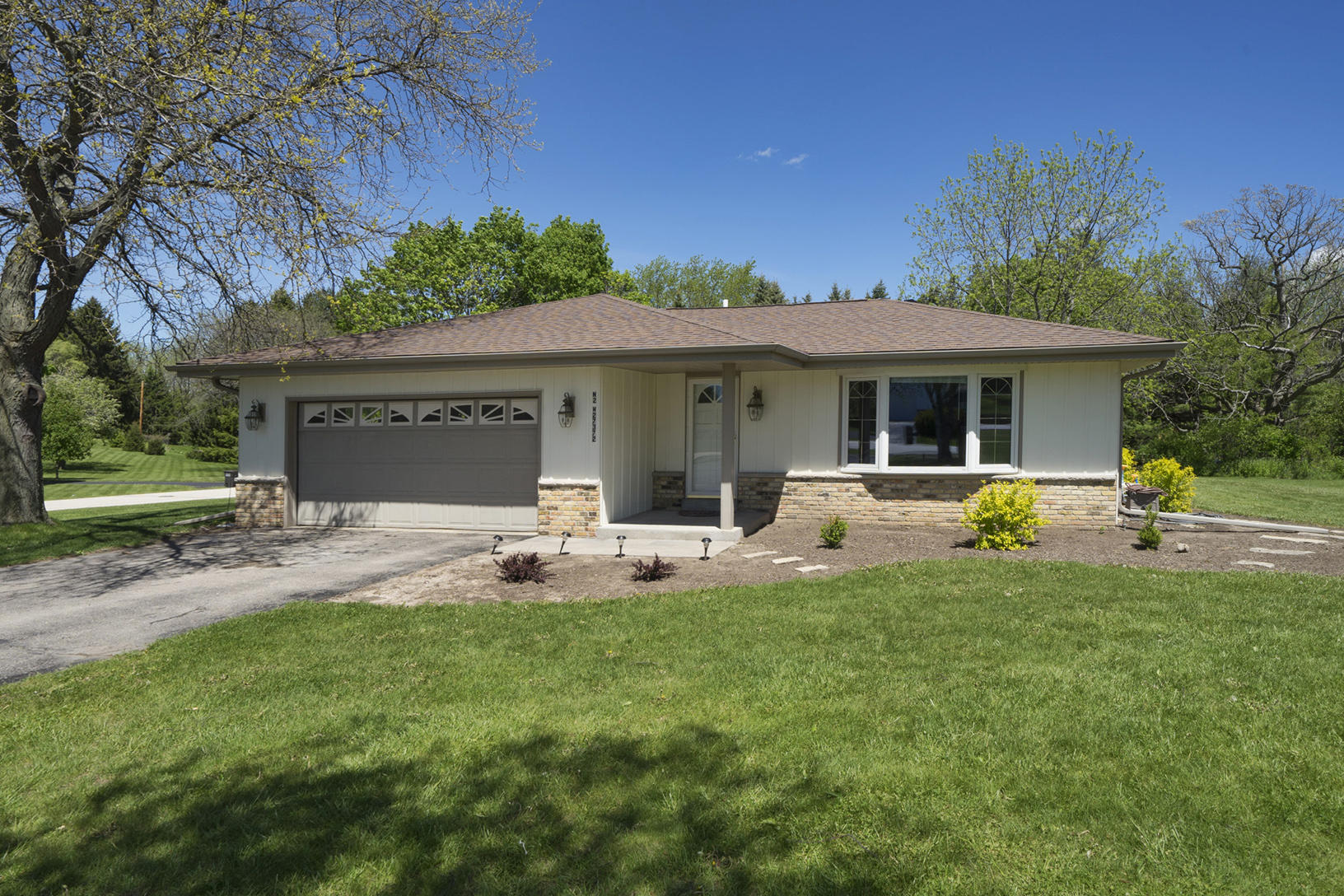 N2W27372 Lyles Dr, Pewaukee, Wisconsin 53188, 3 Bedrooms Bedrooms, ,2 BathroomsBathrooms,Single-Family,For Sale,Lyles Dr,1638462