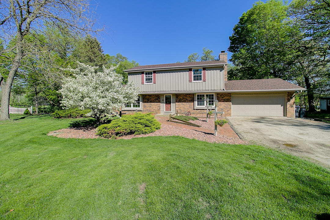 W280S5990 Point Dr, Waukesha, Wisconsin 53189, 4 Bedrooms Bedrooms, 8 Rooms Rooms,2 BathroomsBathrooms,Single-Family,For Sale,Point Dr,1638802