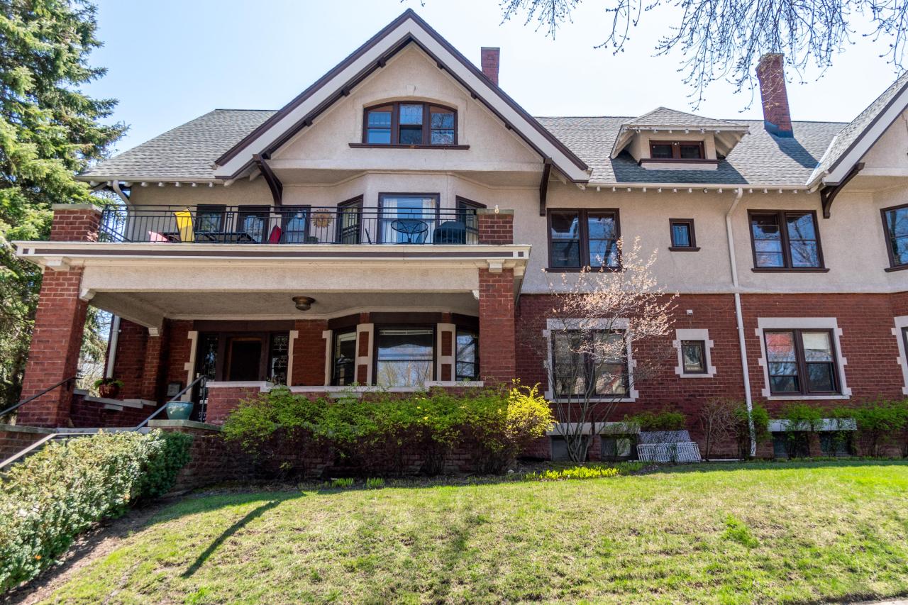 2715 Park Pl, Milwaukee, Wisconsin 53211, 2 Bedrooms Bedrooms, 6 Rooms Rooms,2 BathroomsBathrooms,Condominiums,For Sale,Park Pl,1,1623061
