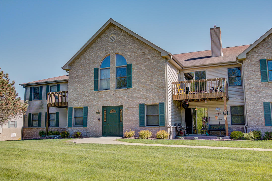 926 Oconomowoc Pkwy, Oconomowoc, Wisconsin 53066, 3 Bedrooms Bedrooms, 6 Rooms Rooms,2 BathroomsBathrooms,Condominiums,For Sale,Oconomowoc Pkwy,2,1639087