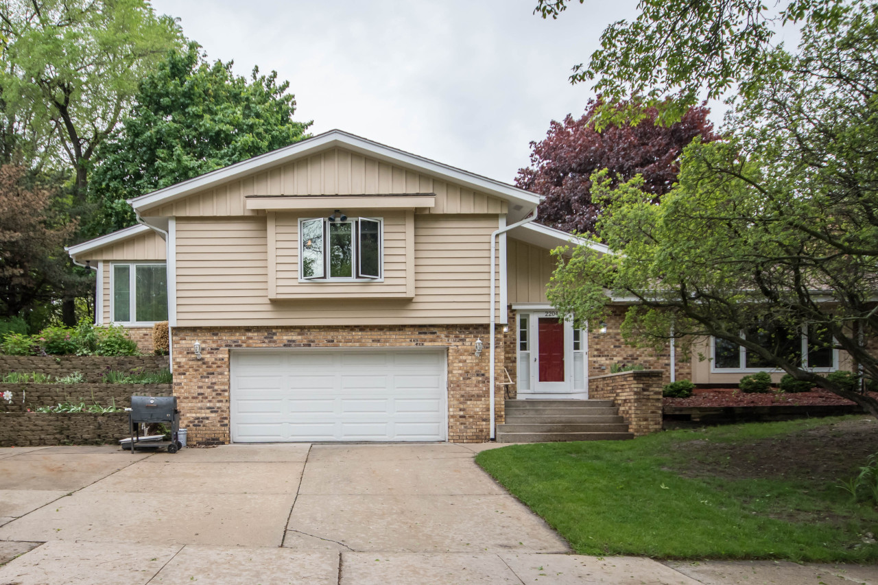 2204 Pebble Valley Rd, Waukesha, Wisconsin 53188, 3 Bedrooms Bedrooms, 8 Rooms Rooms,3 BathroomsBathrooms,Single-Family,For Sale,Pebble Valley Rd,1638685