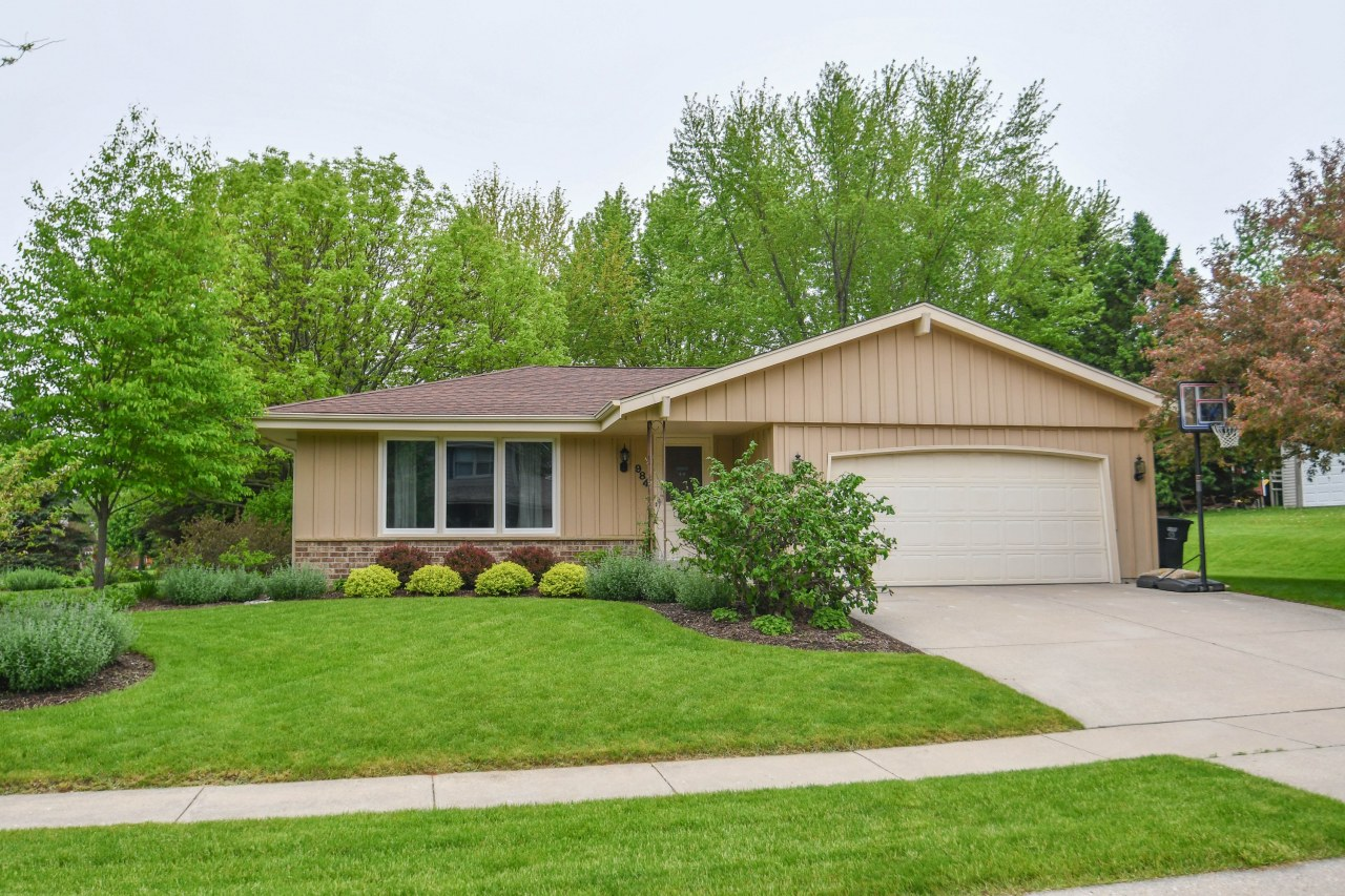 984 Bartlett Dr, Oconomowoc, Wisconsin 53066, 3 Bedrooms Bedrooms, ,1 BathroomBathrooms,Single-Family,For Sale,Bartlett Dr,1639102