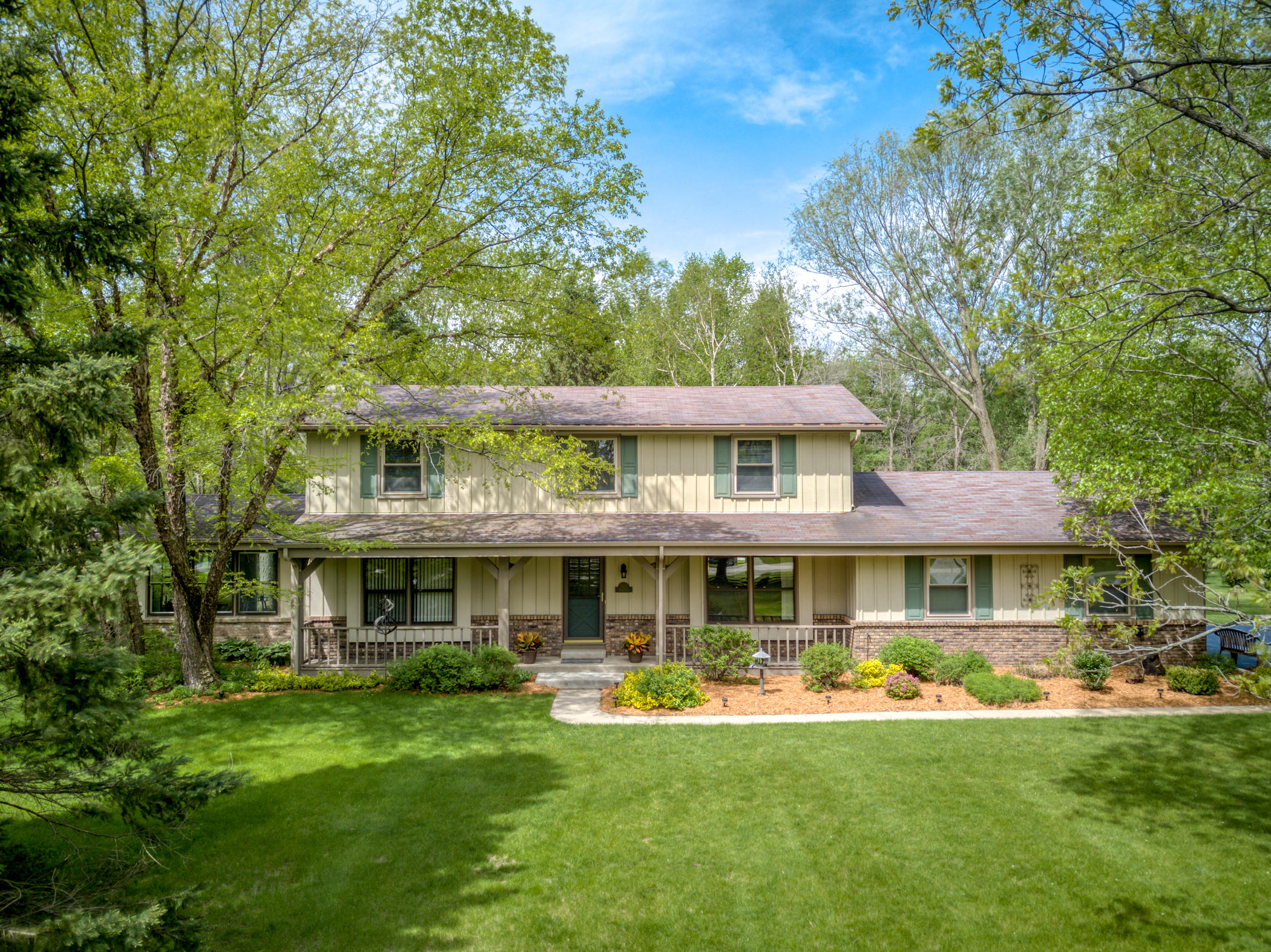 W238N4551 Woods Edge DR, Pewaukee, Wisconsin 53072, 4 Bedrooms Bedrooms, 11 Rooms Rooms,2 BathroomsBathrooms,Single-Family,For Sale,Woods Edge DR,1639345