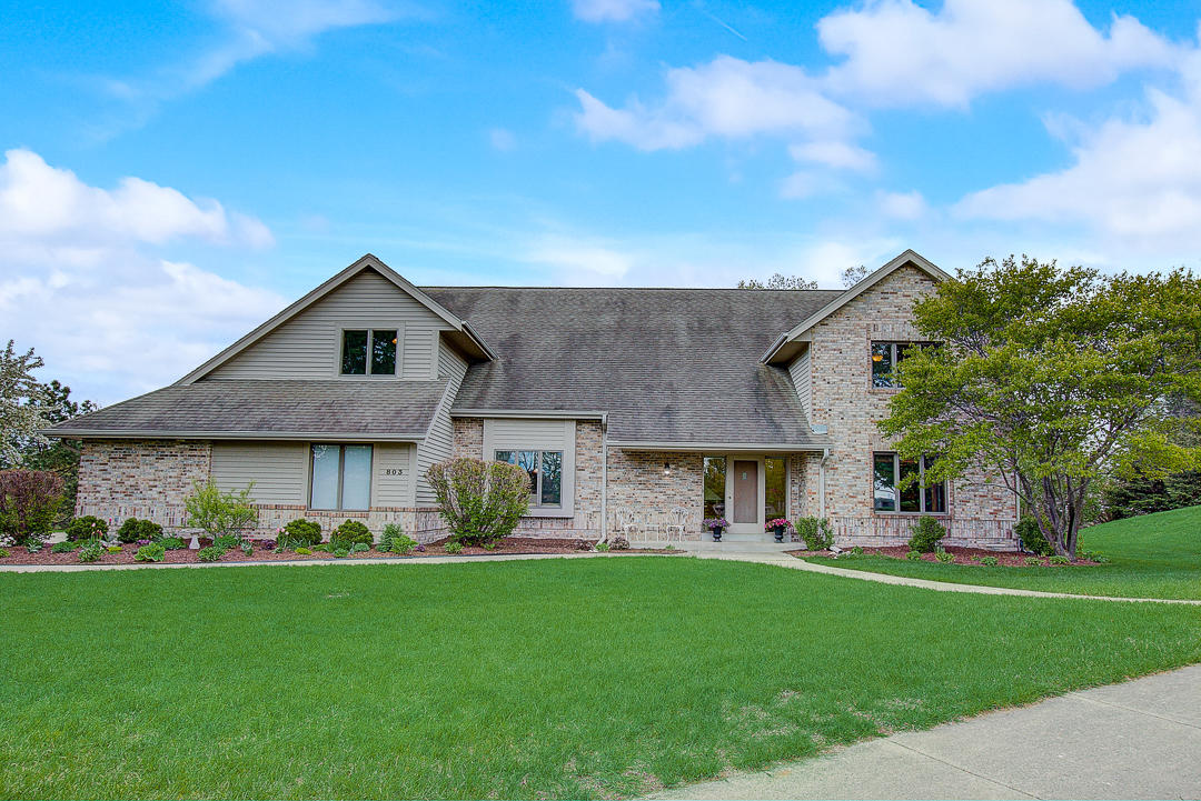 803 Knollwood Ct, Waukesha, Wisconsin 53188, 6 Bedrooms Bedrooms, 12 Rooms Rooms,3 BathroomsBathrooms,Single-Family,For Sale,Knollwood Ct,1640090