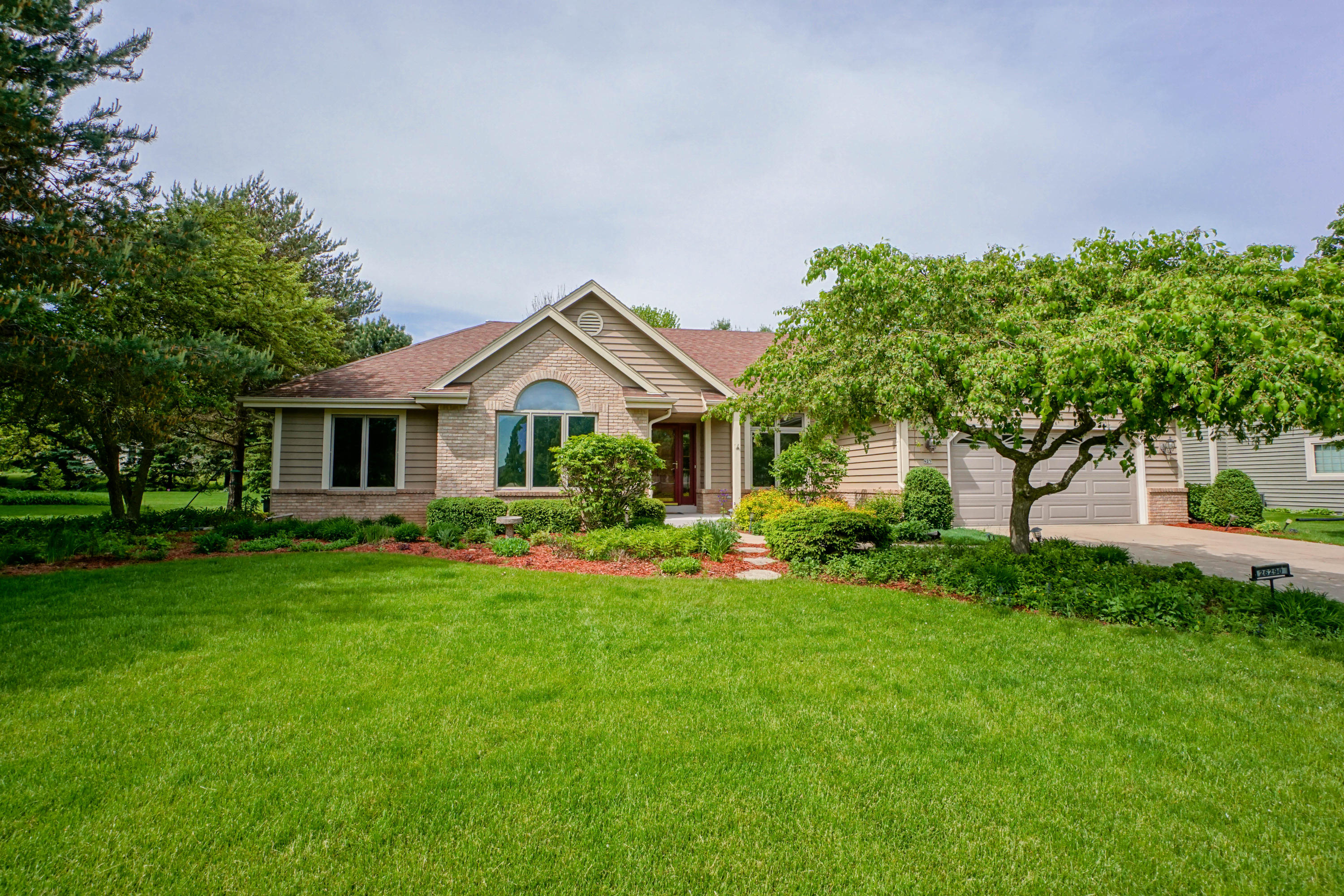 N25W26290 Foxcroft Dr, Pewaukee, Wisconsin 53072, 3 Bedrooms Bedrooms, 7 Rooms Rooms,2 BathroomsBathrooms,Single-Family,For Sale,Foxcroft Dr,1639822