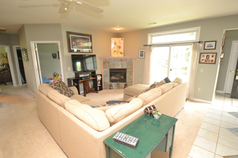 W241N2511 Parkway Meadow Cir, Pewaukee, Wisconsin 53072, 2 Bedrooms Bedrooms, 6 Rooms Rooms,2 BathroomsBathrooms,Condominiums,For Sale,Parkway Meadow Cir,1,1639978