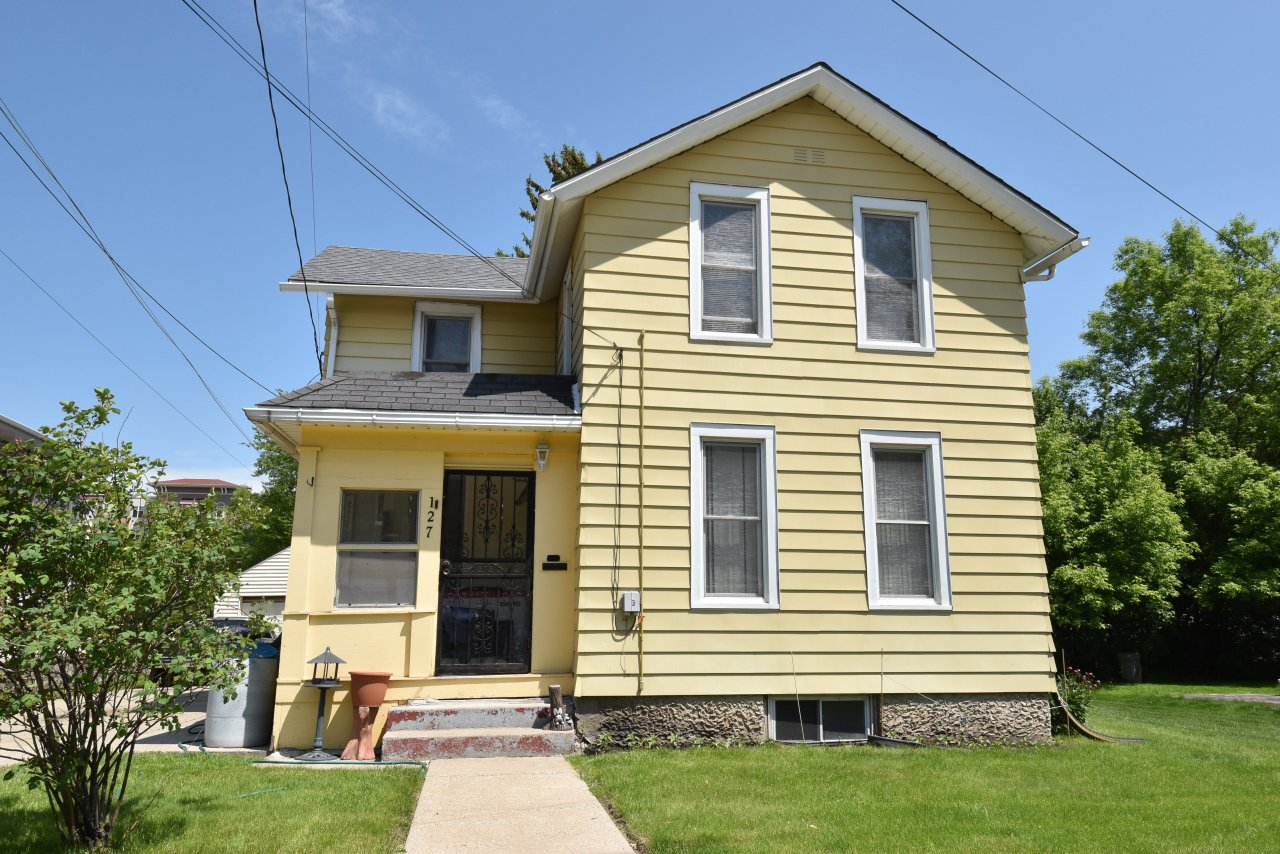 127 Maple Ave, Waukesha, Wisconsin 53186, 3 Bedrooms Bedrooms, 6 Rooms Rooms,1 BathroomBathrooms,Single-Family,For Sale,Maple Ave,1640732