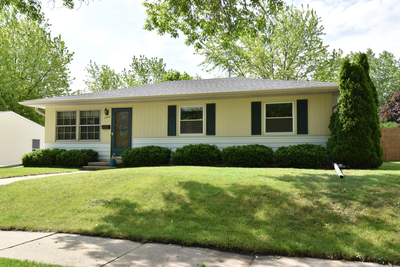 1249 Aldoro Dr, Waukesha, Wisconsin 53188, 3 Bedrooms Bedrooms, 6 Rooms Rooms,2 BathroomsBathrooms,Single-Family,For Sale,Aldoro Dr,1641069