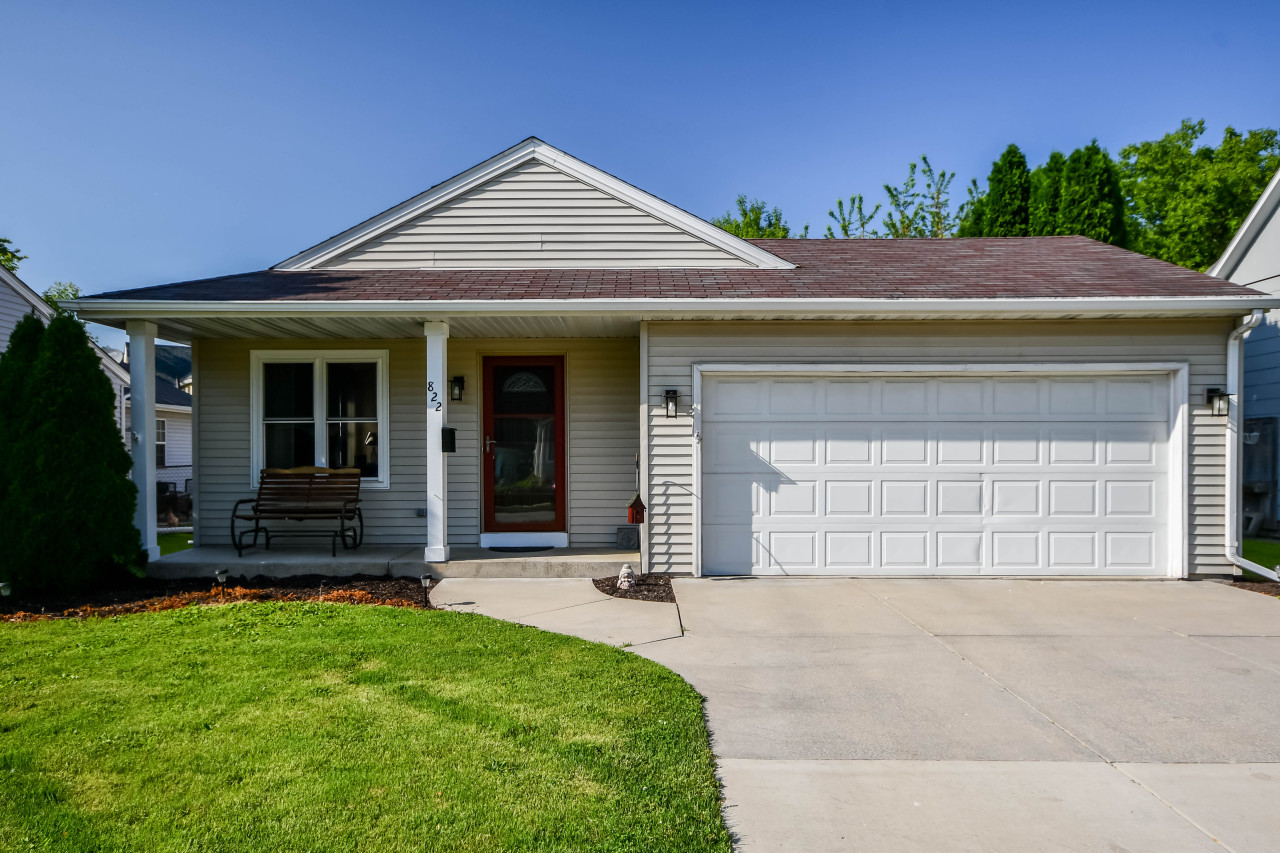 822 Eales Ave, Waukesha, Wisconsin 53186, 3 Bedrooms Bedrooms, 5 Rooms Rooms,2 BathroomsBathrooms,Single-Family,For Sale,Eales Ave,1641074
