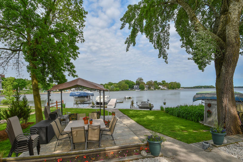 216 Lake Rd, Oconomowoc, Wisconsin 53066, 7 Bedrooms Bedrooms, 16 Rooms Rooms,4 BathroomsBathrooms,Single-Family,For Sale,Lake Rd,1641270