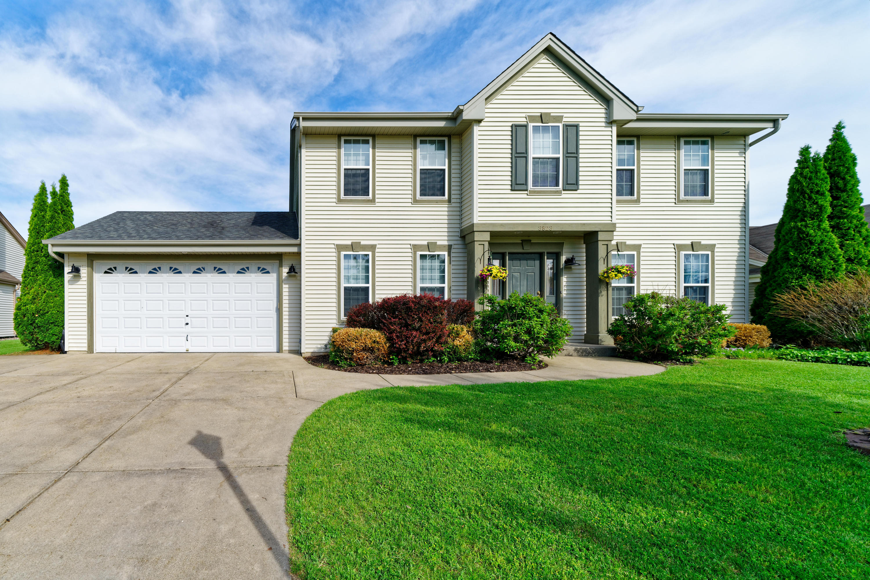 3823 Rivers Crossing Dr, Waukesha, Wisconsin 53189, 3 Bedrooms Bedrooms, ,3 BathroomsBathrooms,Single-Family,For Sale,Rivers Crossing Dr,1641291