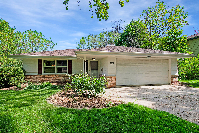 1384 Harris DR, Waukesha, Wisconsin 53186, 3 Bedrooms Bedrooms, ,2 BathroomsBathrooms,Single-Family,For Sale,Harris DR,1641345
