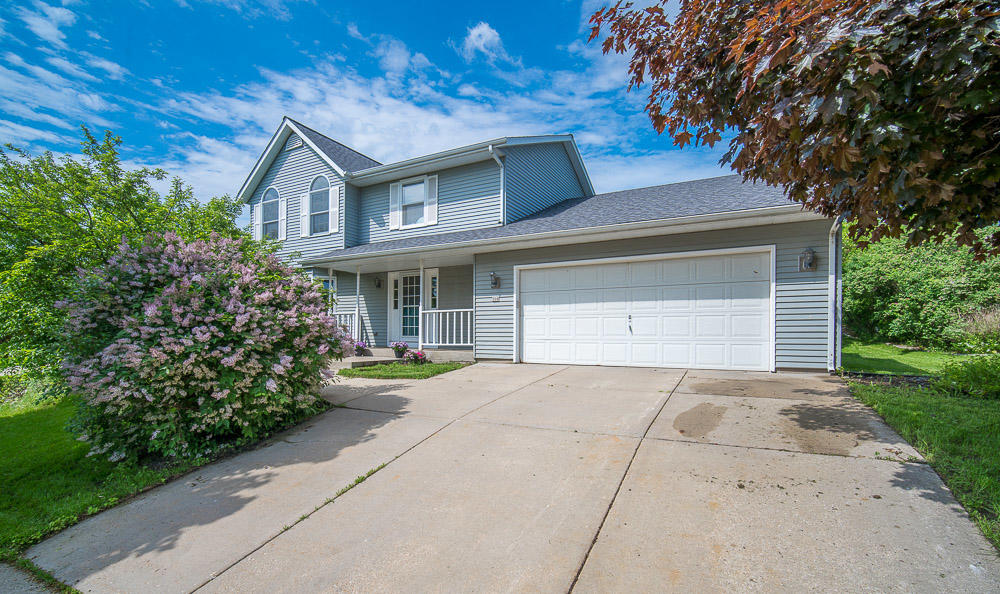 208 Stewart Hill Dr, Waukesha, Wisconsin 53188, 3 Bedrooms Bedrooms, 7 Rooms Rooms,2 BathroomsBathrooms,Single-Family,For Sale,Stewart Hill Dr,1641570