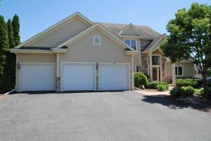 Property for sale at 1755 Springhaven Ct, Oconomowoc,  WI 53066