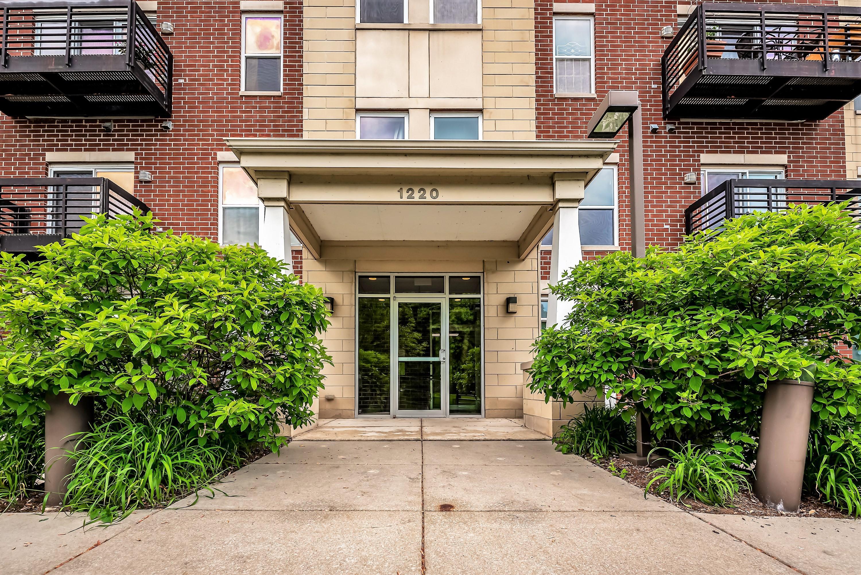 1220 Locust, Milwaukee, Wisconsin 53212, 2 Bedrooms Bedrooms, ,2 BathroomsBathrooms,Condominiums,For Sale,Locust,1,1642516